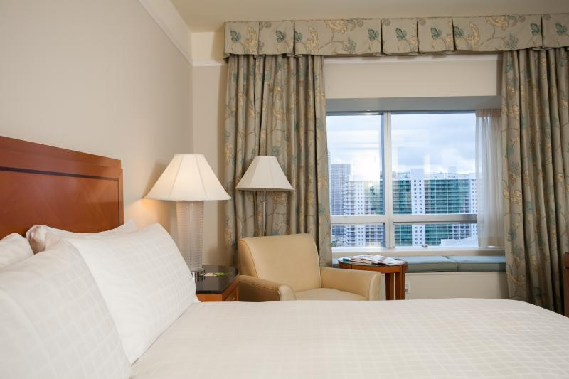 The Master Bedroom with amazing city view and King Sized Bed - Four Seasons Brickell, Miami - 1 Bed 1.5 Bath - Coconut Grove - rentals