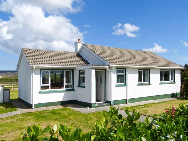 MAGGIE'S COTTAGE, all ground floor, close to beach, off road parking, garden, in Derrybeg, Ref 24002 - Image 1 - Brinlack - rentals