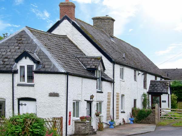 THE OLD POST HOUSE, spa bath, WiFi, off road parking, pub close by, semi-detached character cottage in Painscastle, Ref.  26921 - Image 1 - Painscastle - rentals