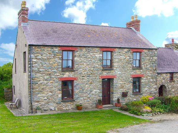 GWRYD BACH FARMHOUSE, spacious pet-friendly  cottage, large grounds, open fire - Image 1 - Saint Davids - rentals