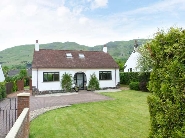 TILLY COTTAGE, hill views, ground floor bed, en-suite, hill views, Tillycoultry Ref 912868 - Image 1 - Tillicoultry - rentals