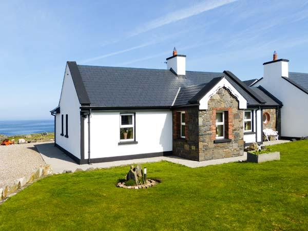 CEOL NA MARA, family friendly, with a garden in Spanish Point, County Clare, Ref 2390 - Image 1 - Spanish Point - rentals