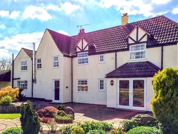 INGLESIDE, family friendly, character holiday cottage, with a garden in Adsett, Westbury On Severn, Ref 4310 - Image 1 - Westbury on Severn - rentals