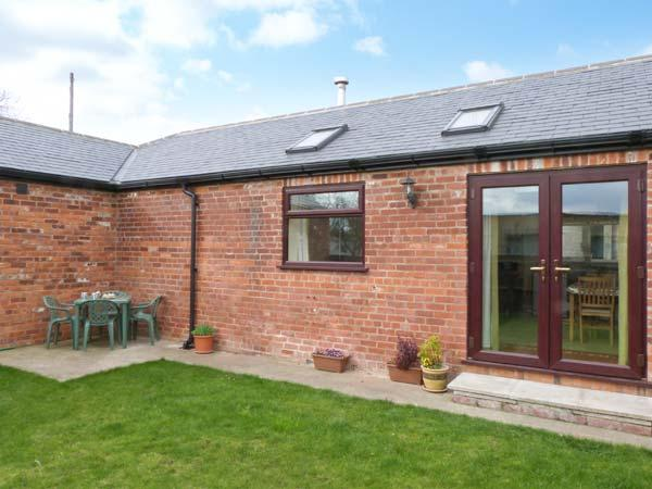 1 PINES FARM COTTAGES, family friendly, country holiday cottage, with a garden in Tadcaster, Ref 4456 - Image 1 - North Yorkshire - rentals