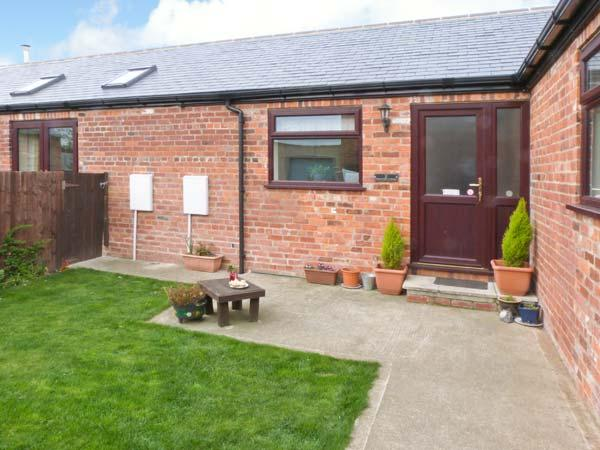 2 PINES FARM COTTAGES, family friendly, country holiday cottage, with a garden in Tadcaster, Ref 4457 - Image 1 - North Yorkshire - rentals