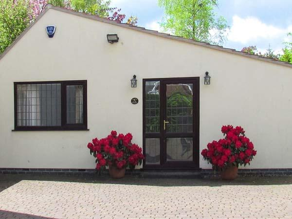 MILLERS RETREAT, pet friendly, country holiday cottage, with a garden in Bolsover, Ref 5613 - Image 1 - Bolsover - rentals
