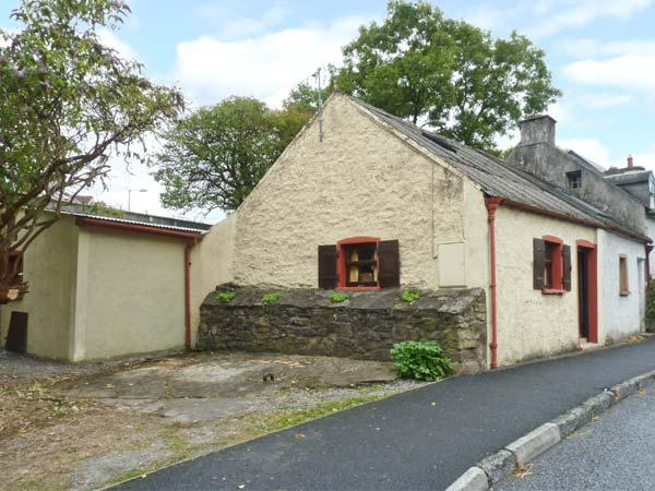 ROCK COTTAGE, semi-detached, central location, woodburner, off road parking - Image 1 - Thomastown - rentals