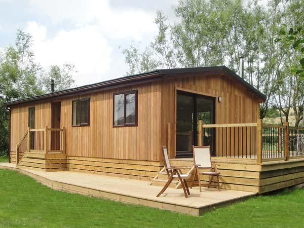 ALDER LODGE, WiFi, woodburner, fishing, riverside cottage near Clun, Ref. 27202 - Image 1 - Clun - rentals