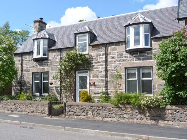 HILLSIDE WEST, semi-detached, woodburner, terraced garden, in Kingussie, Ref 906878 - Image 1 - Kingussie - rentals