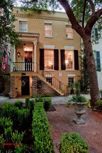 1008: Jones Street Rowhouse - Image 1 - Savannah - rentals
