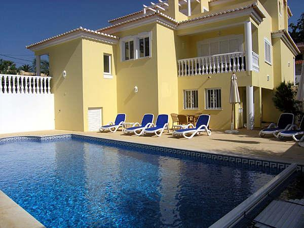 A large,  beautiful 4 bedroom, 4 En Suite bathroom fully air conditioned villa with heat-able pool, private cinema with Full Sky package including Sports and Movies and games room including pool table and Sony PS3 - Casa Desa 4 Bed 4 Bath Private Pool A/C - Carvoeiro - rentals