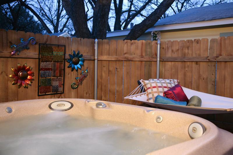 Private Hot tub in Private Courtyard! - Ella's Haus 2/1 Cottage with Private Hot Tub! Wow! - Fredericksburg - rentals