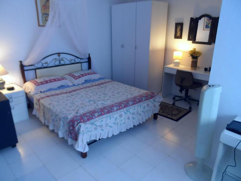 Master Bedroom with En-Suite, we have an area to add an extra bed in here. - BatamRooms Seafront Apartment  From $10 SGD PAX - Batam - rentals