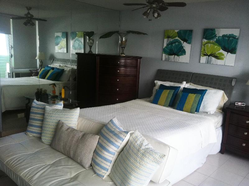 Queen size bed - Vacation Apartments-Ocean Complex - Studio Units - Carolina - rentals