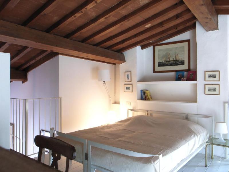 Sleeping loft with double bed - La Loggia loft  via Pandolfini 22 - Florence - rentals