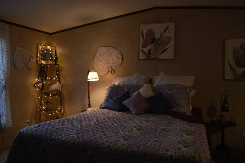 Master bedroom - The Stone Turtle - Lodging in Lawton, Oklahoma - Meers - rentals