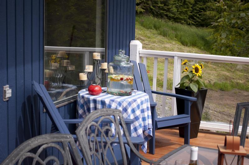 deck - Mountain View Creekside Cottage - Chilliwack - rentals