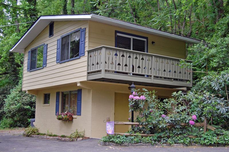 Geneva chalet exterior - Pet-Friendly chalet 3 min. to downtown Asheville - Asheville - rentals