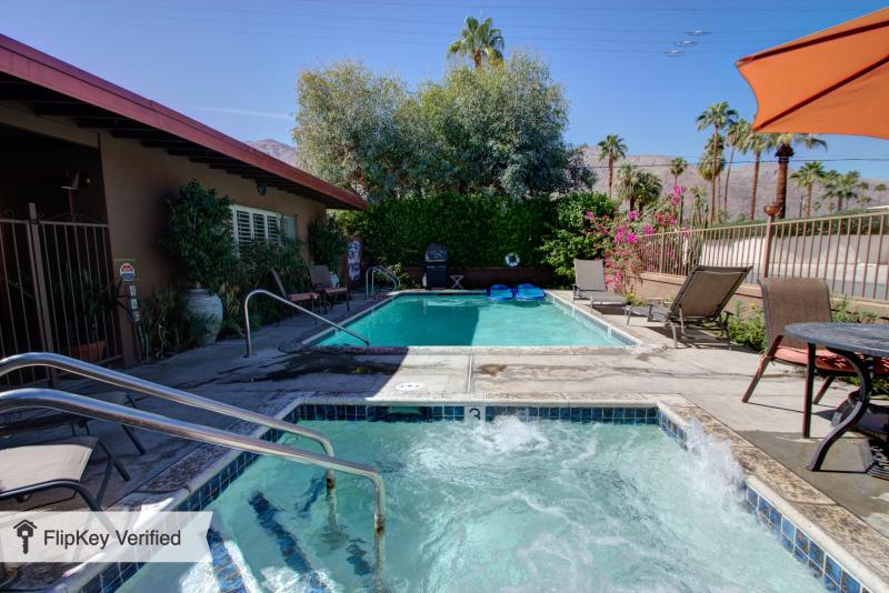 Charming Retro Modern Decor(sleeps 5)Near Downtown - Image 1 - Palm Springs - rentals