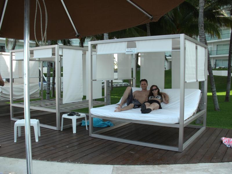 Cabana Day Bed, $5.00 US per day - Beach Condo, Family Oriented,  All-Inclusive optio - Cancun - rentals