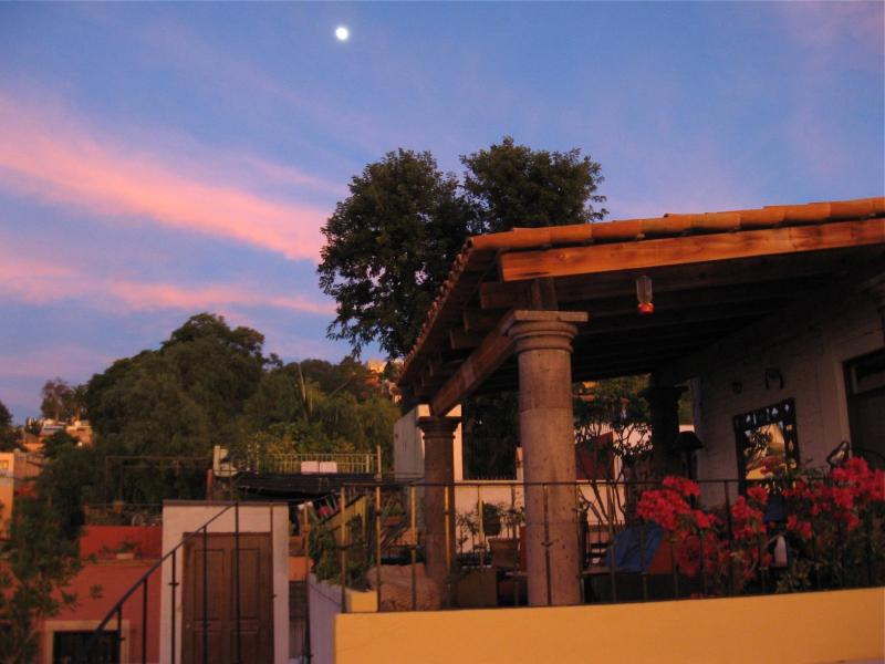 The moon rises over a San Miguel evening - Your home in San Miguel: prime location & comfort - San Miguel de Allende - rentals