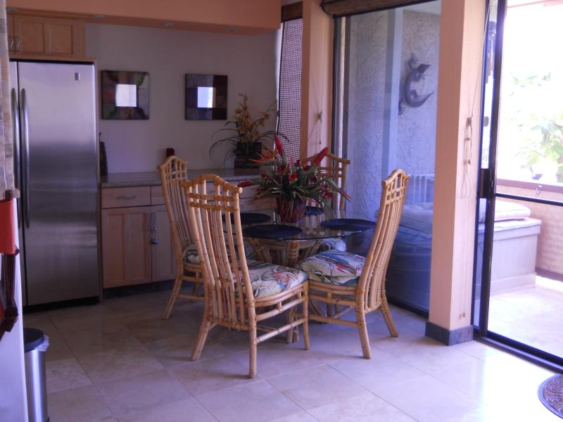 Eat at your dinning room table. - Two Bedroom Condo Ocean View of Sugar Beach - Kihei - rentals
