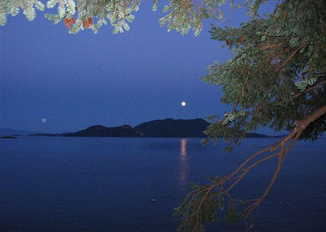 What could be more romantic than the moonlight over Water's Edge? - Waters Edge at Doe Bay on Orcas Island - Olga - rentals