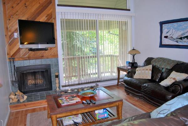 Dining Room and Living Area with Flat Screen TV - Park City 3-BD Silvertown Condo-$135 Summer Rate - Park City - rentals