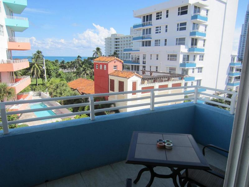 Balcony 1 - 1 BD LUXURY Condo South Beach South of Fifth SOFI - Miami Beach - rentals