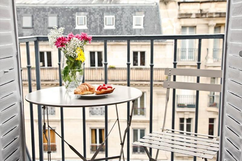 APR  DEAL *Luxembourg/Latin Quarter* BALCONY WiFi - Image 1 - Paris - rentals