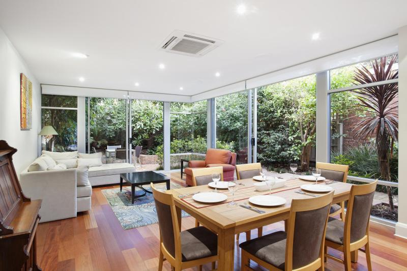 Spacious dining and informal living room overlooks rear garden and courtyard - Melbourne Boutique Cottages - Kerferd Luxury Home - Melbourne - rentals