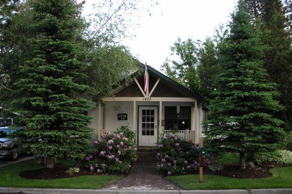 Front view of cottage - Pet Friendly 2 Bedroom Cottage - Bend - rentals