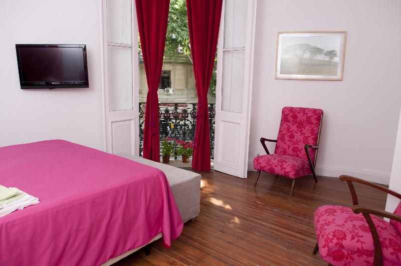 main room whit tv, queen bed and french balcony - Art House BA PALERMO HOLLYWOOD  3 bedrooms - Buenos Aires - rentals
