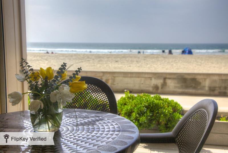 Oceanfront Private Patio - Oceanfront 2 bedroom condo on the Boardwalk - Pacific Beach - rentals