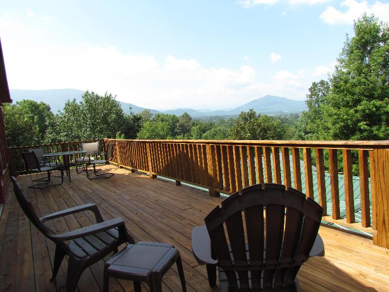 FOUR SEASONS VIEW SUITE VIEW - COUPLES GETAWAY W/ STUNNING VIEWS and MORE - Pigeon Forge - rentals