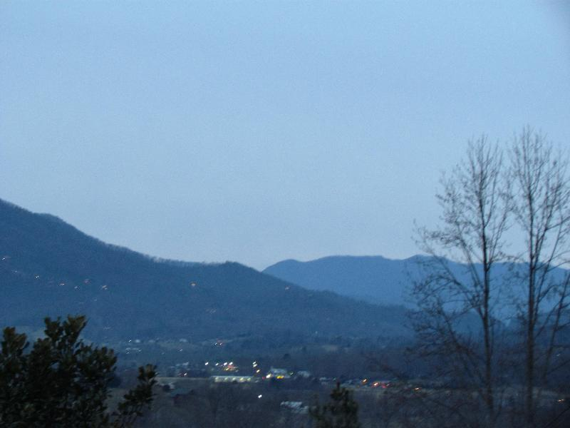 VIEW THE LIGHTS OF WEARS VALLEY DOWN BELOW - COUPLES GETAWAY W/ STUNNING VIEWS and MORE - Pigeon Forge - rentals