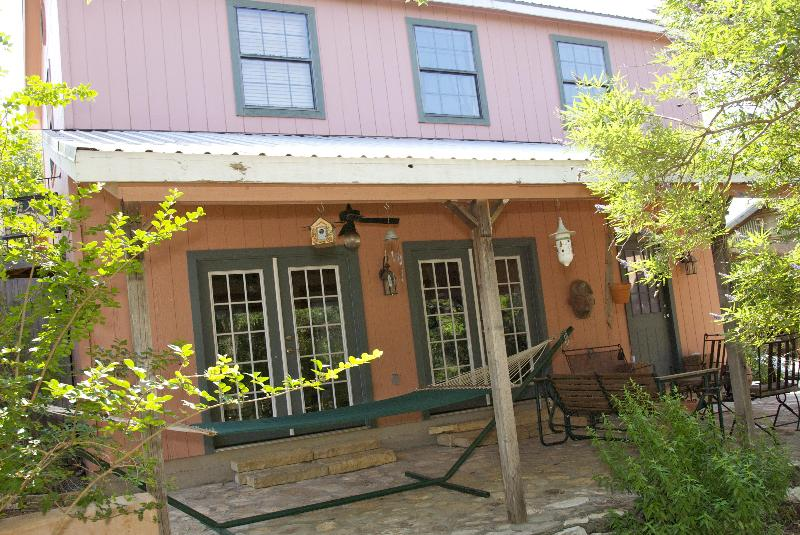 The Cozy Cottage - The Upstairs of our Cozy Cottage on Lake Travis - Spicewood - rentals