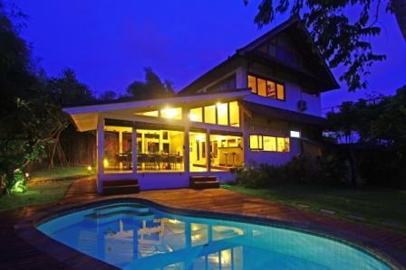 View of our Villa during a beautiful sunset - Seminyak Villa 4br 3bth. pool, minute from beach, - Seminyak - rentals