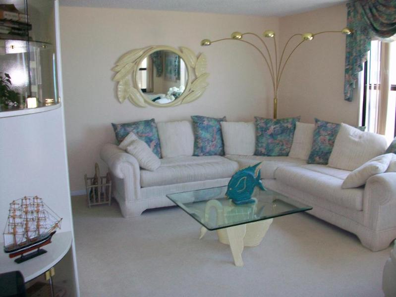 living room - Summer Winds #432--Oceanfront 4BR - Indian Beach - rentals
