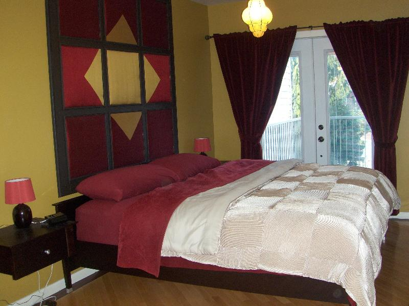 Master bedroom with a king bedroom - Gorgeous 2 bedroom gem near downtown - Montreal - rentals