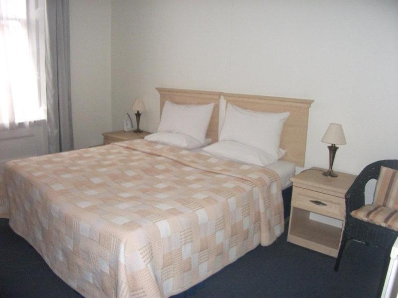 Peaceful and restful bedroom with neutral colours - Quality, Homely 2 Bedroom Apartments in Marylebone - London - rentals