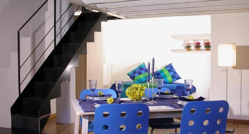 02-sala-pranzo-scala-325-0.jpg - Loft Libetta 2 - Rome - rentals