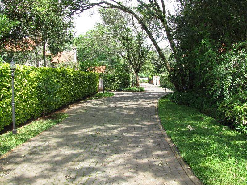 the driveway - Muhugu House gorgeous town house near the park - Nairobi - rentals