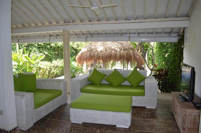 living area - Bali bunga 2 bedroom,hotel service,best location! - Seminyak - rentals