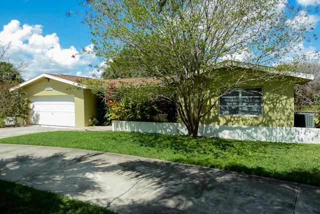 Villa Carolyn on salt water canal, 5 min to river - Image 1 - Cape Coral - rentals