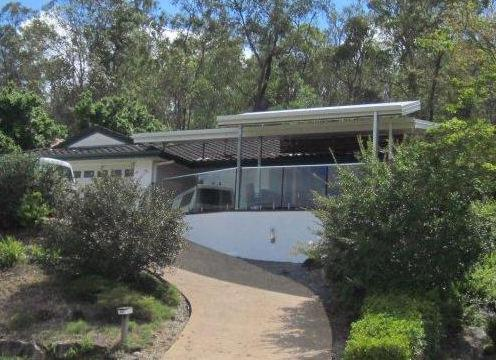 Nestled against bushland with valley views - Large central 3br family home in The Gap - pets ok - Brisbane - rentals