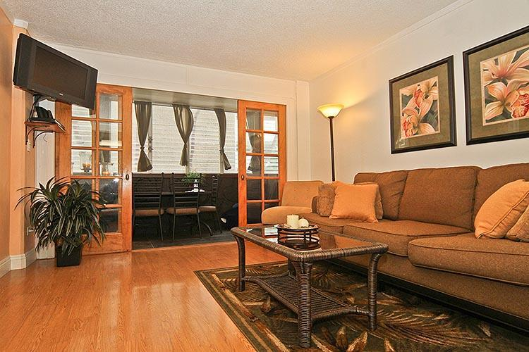 Beautiful 2BR, 1Blk to Beach! WI 3B - Image 1 - Waikiki - rentals