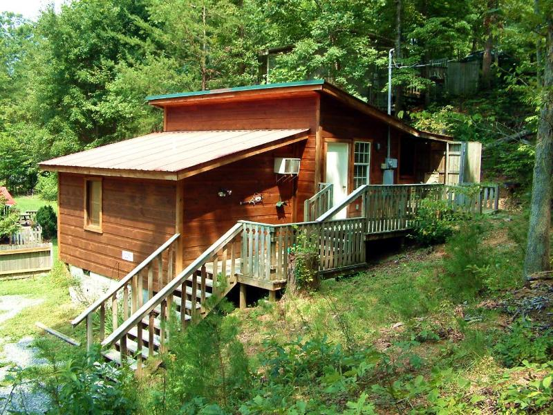 Kosy Kub - 1 Br cabin 1 mile from Pigeon Forge - Image 1 - Pigeon Forge - rentals