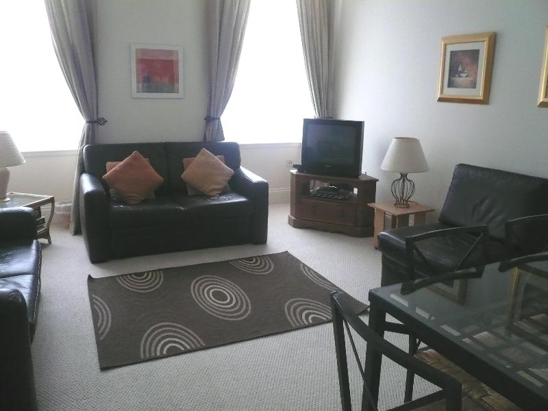 Large comfortable living room - Flat 2, Southgait Hall, South Street, St Andrews - Saint Andrews - rentals
