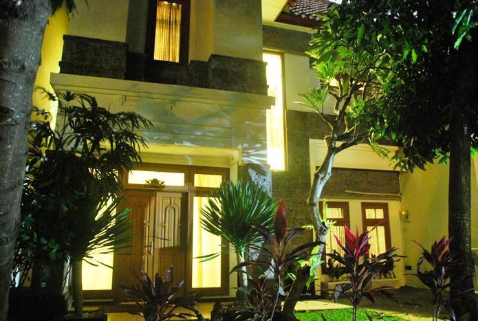 KUTA ROYAL - 4 Bedrooms (o)  Villa PURI TARYN - Image 1 - Kuta - rentals